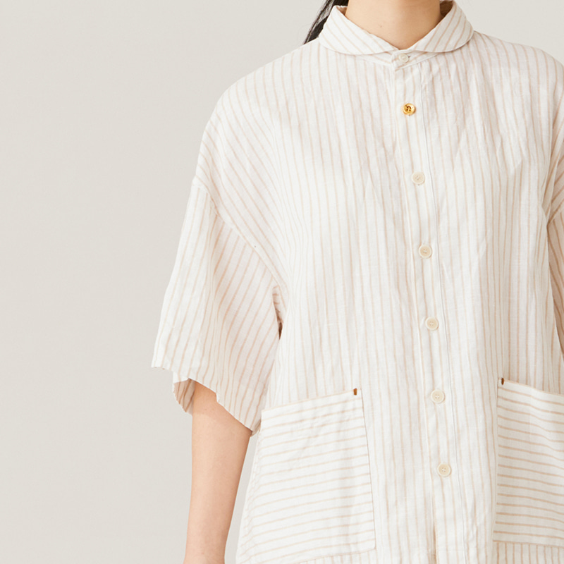 Round collar back pleats shirts_Beige