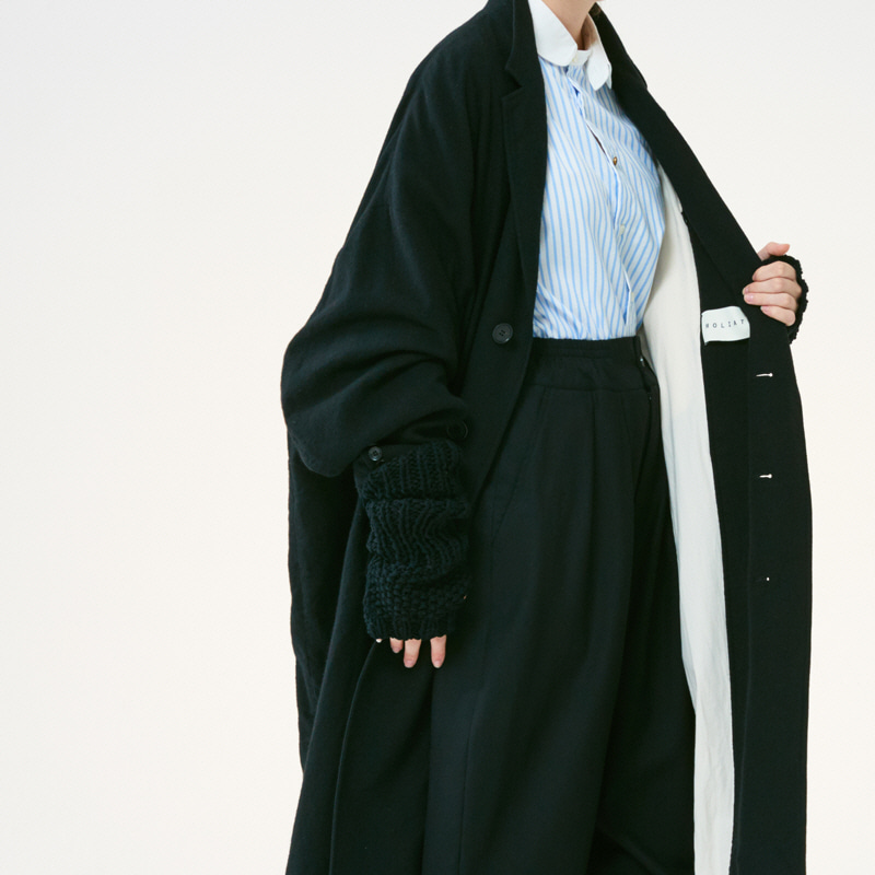 Curved sleeve wide Coat_Black