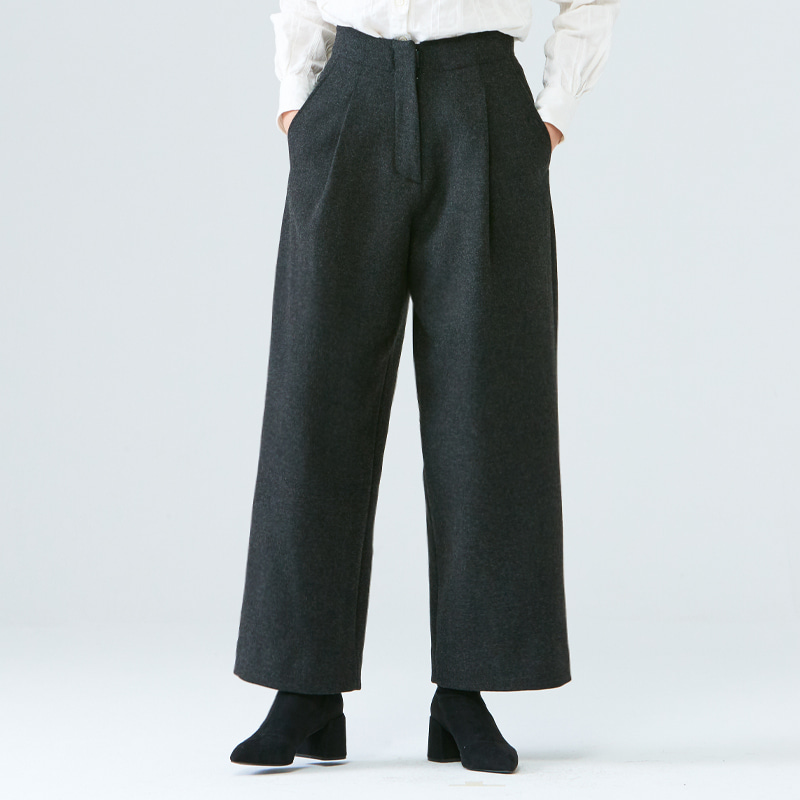 One-tuck straight pants_Charcoal