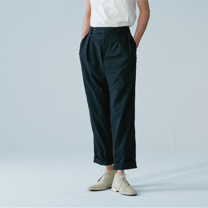 Two-tuck tapered pant_Black